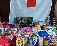 Cruz Roja y Arqueopinto.  Un niño un juguete