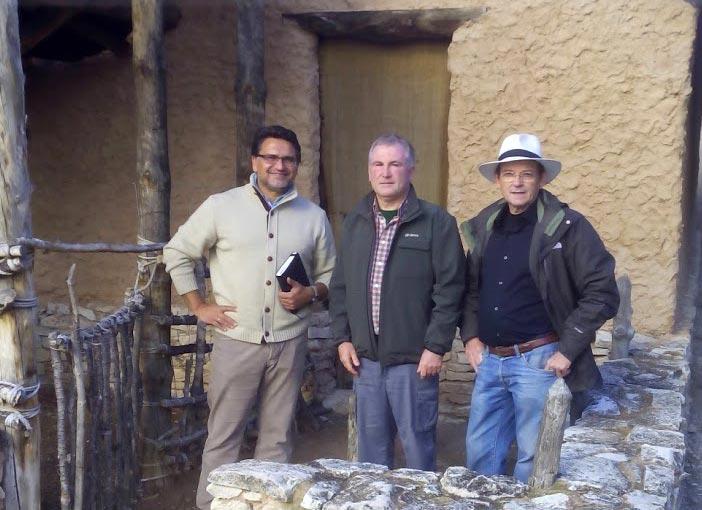 Manuel Luque-Jose Cuatero-Jose Ignacio Lorenzo en el parque arqueologico de Burrén-Burrenas